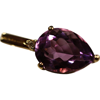 14K Yellow Gold Pendant With a Round Cut Diamond above a Pear Shaped Amethyst
