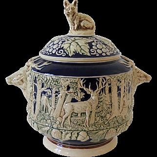 German saltglazed stonware serving bowl with hunting scene