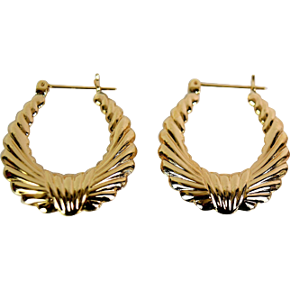Lady 14k Fashionable Hoop Earrings