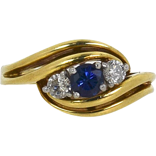 Vintage Sapphire/Diamond Ring set in Platinum and 18kt Yellow Gold,  Pre-Owned