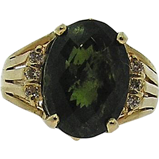 Stunning Color, Green Tourmaline and Diamond ring set in 14kt Gold, Vintage