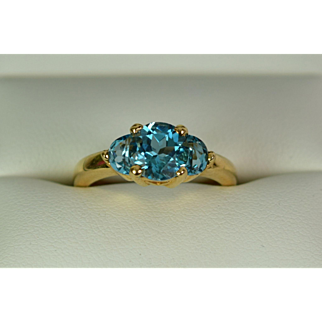 Vintage Stunning 14k Yellow Gold Blue Topaz Ring