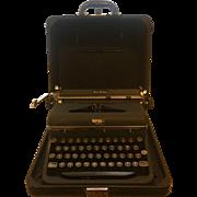 Royal Quiet De Luxe Portable Typewriter in Case