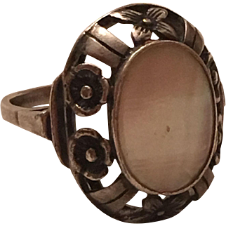 Antique Arts & Crafts 835 Silver Mother of Pearl Flower Design Ring