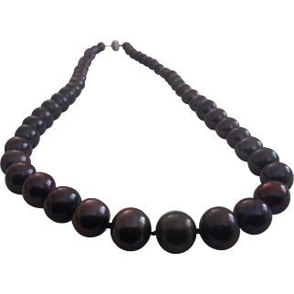 Cultured pearls necklace with 14 karat gold clasp