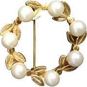 Vintage Brooch Pin Costume Jewelry Gold Colored Floral Faux Pearl Wreath Leaf