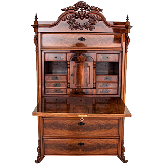 Ancient secretary from the mid-nineteenth century. AFTER RENOVATION.