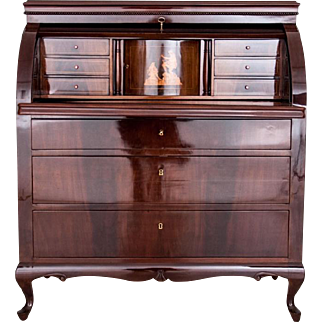 A cylindrical secretary from around 1900. AFTER RENOVATION.