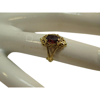 Vintage 14K Yellow Gold and Garnet Ring