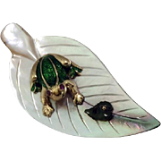18K Yellow Gold, Mother of Pearl, Enamel, Ruby and Jade Brooch Shaped as a Leaf with a Frog