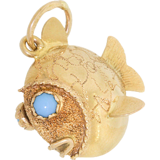 Old 18k Gold 750 Puffy Fish Charm Engraved With Turquoise Eyes & Engraved Body