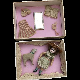Rare small FG mignonette in small box, she is 5,2 inches tall