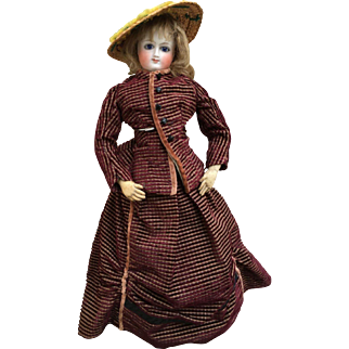 Very beautiful french fashion bisque doll of 16,8 inches tall