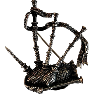 Signed Alice Caviness Scottish Bagpipe Sterling Silver Pin
