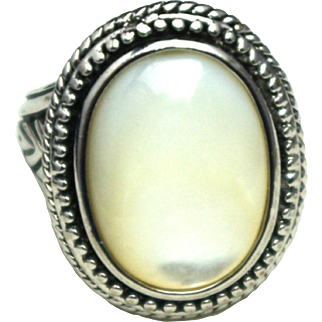 Vintage 1980s Mother-of-Pearl and Silver Tone Large Statement Ring Size 7