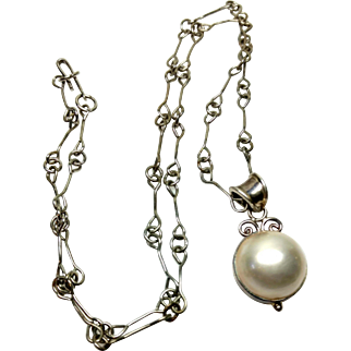 Vintage 1980s Cultured Mabe Pearl and Sterling Silver Pendant on Bar and Loop Silver Tone Chain
