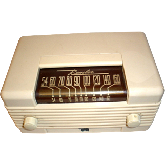 "Remler ""Scottie Dog""  Ivory Plaskon Tube Radio"