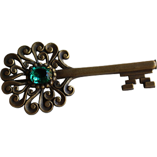 Joseff Green Stone Key Pin