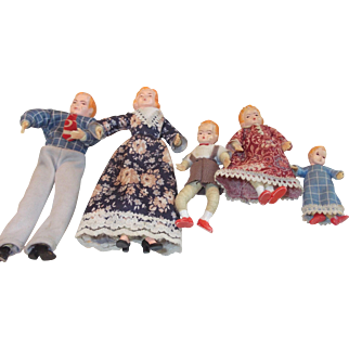 A Complete Poseable Vintage Dollhouse Family!