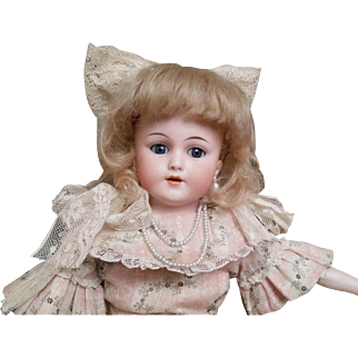 Beautiful Antique Simon & Halbig German Doll (End of 19 Century)