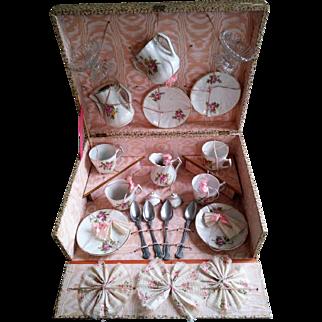 Porcelain Doll's SERVICE a CAFE