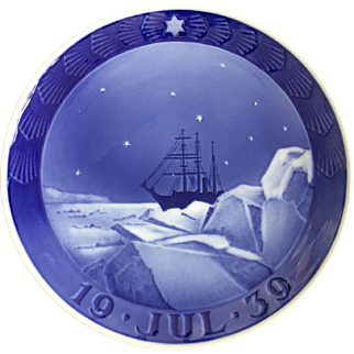 "Royal Copenhagen Annual Christmas Plate 1939 ""Expedition Ship in Greenland"""