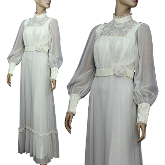 Vintage Gown // 1970s // Wedding // Formal // Chiffon // Satin Lined // Ivory // Bohemian // Boho // Romantic // Lace // Elegant // Retro //Victorian Style