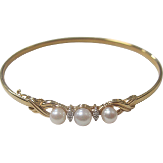 Vintage 14k Solid Gold Pearl and Four Accent Diamonds Bracelet