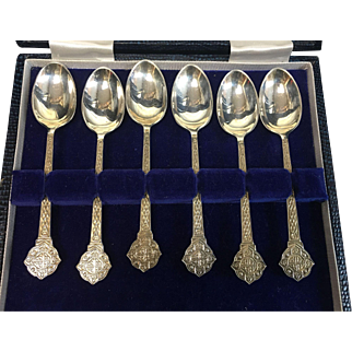 Cooper Brothers & Sons: Boxed set of Sterling Silver Teaspoons