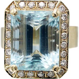 1950s 11 Carat Aquamarine and Diamond Hinged Cocktail Ring in 14 Karat Yellow Gold