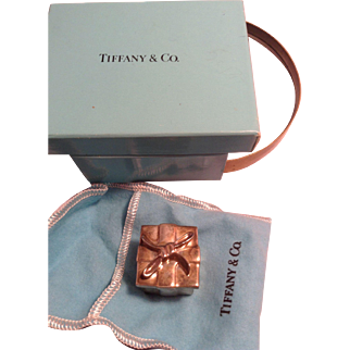 Tiffany and Co. 925 (Sterling) Pill Box with Bow in original box and pouch