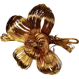 Handmade gold tone wire flower pin