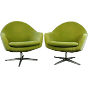 Pair of Mid-Century Modern Knoll Style Upholstered Swivel Club Chairs