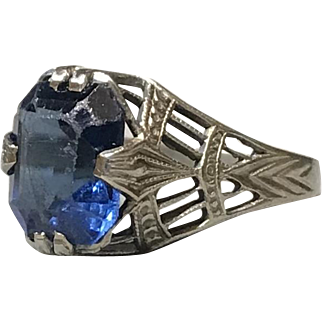 C. 1920s Art Deco Solid 10K White Gold Fillagree Ring with Blue Stone