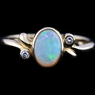 Beautiful 9ct Gold Opal and Diamond Dress Ring -c.1990