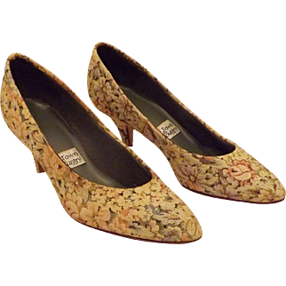 Vintage Town & Country Spring Flowers Kitten Heel Pumps Size 8