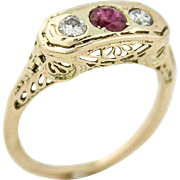 Stunning 3 Stone Diamond & Ruby Filigree Ring in 14kt Gold
