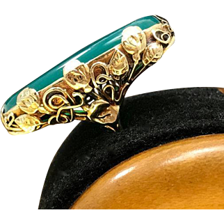 Unique Large Green Antique Chrysoprase Late Arts and Crafts - Early Art Nouveau 14 Karat Gold Leaf Prong Ring in Size 7.75