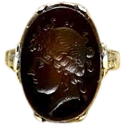 Antique Late 1800s Early 1900s Late Victorian Early Edwardian Engraved 18 Karat White Gold Carved Agate Reverse Cameo Intaglio Pinky Ring Currently Size 3.5