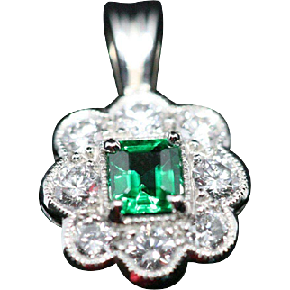 Tiny but ultra precious 100% untreated Emerald pendant (Gübelin certificate)