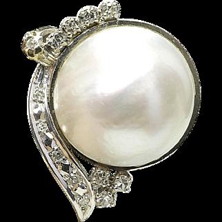 Vintage 18k White Gold 1/4 Carat Diamond & large Mabe Pearl ladies Cocktail ring