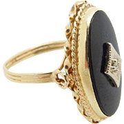 Vintage Solid 14K Yellow Gold Oval Black Onyx and 0.02ct Diamond Cocktail Ring