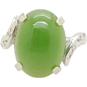 Vintage 14K White Gold Oval Green Jade w/0.15cttw Diamond Accents Cocktail Ring
