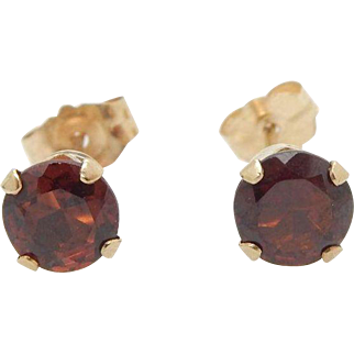 Vintage 14K Yellow Gold 1.00cttw Round Red Garnet 4-Prong Stud Earrings