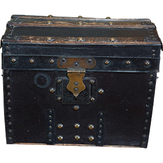 Beautiful & Antique early Trunk for Fashion doll accessories Huret Rohmer.