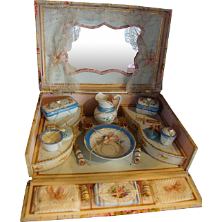 "Very nice French Porcelain Toilette Set "" Vieux Paris """
