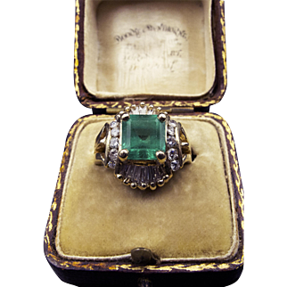 *Green Glow* 2ct Emerald Ring in 14K Gold with Stunning Diamond Halo