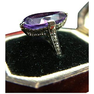 Exquisite Art Deco c.1920 18K Gold ring w/Pear-Cut Amethyst