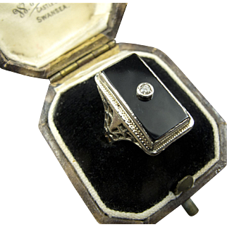 Antique 14K Gold Ring with Rounded Diamond and Onyx Face