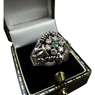 Enchanting White Gold 18K Vintage Ring with Center Emerald and Diamonds in Flower Setting